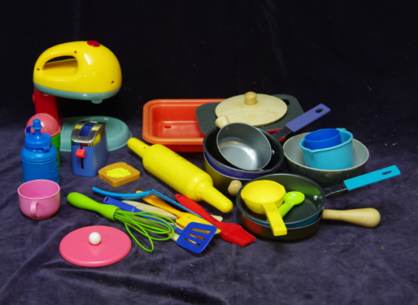 A20: Little Tikes Party Kitchen & Cookware