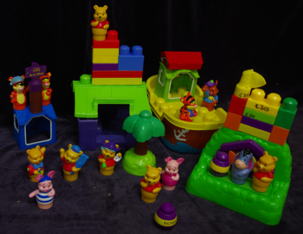 C30: Winnie the Pooh Megablocks assorted mix - treehouse, large pirate ship, large boat