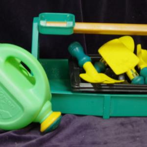 R03: Garden Tote & Tools