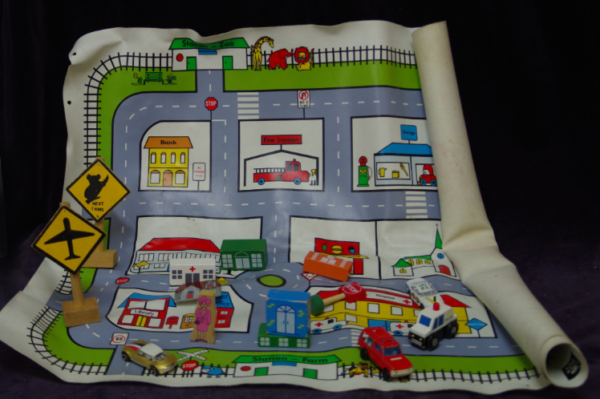 R20: Playmat with cars & wooden signs
