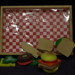 R22: Wooden Sandwich Making set (Melissa & Doug)