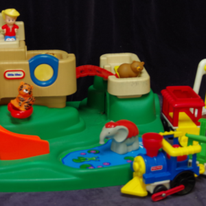 R24: Little Tikes Community Playground