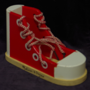 R35: Wooden Lacing Sneaker (Melissa & Doug)