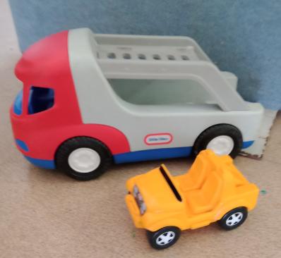 V16: Sports Car Carrier