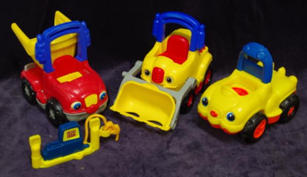 V26: Little People Construction Vehicle & Petrol Pump set